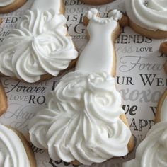 bride gown cookie + royal icing (roll out sugar cookies wedding dresses) Fancy Cookies, Iced Cookies, Cute Cookies, Royal Icing Cookies, Cookies Et Biscuits, Cupcake Cookies, Sugar Cookies, Baking Cookies, Cookie Icing