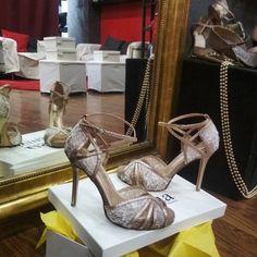 Χειροποίητα bridal shoes σε χρυσό-μπρονζε αποχρώσεις με δαντέλα Platform, Sandals, Heels, Fashion, Heel, Moda, Shoes Sandals, Fashion Styles, High Heel