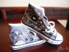 He encontrado este interesante anuncio de Etsy en https://www.etsy.com/es/listing/211897635/studio-ghibli-hand-painted-shoes-series