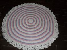 tapeteconfeccionado em croche <br>material utilizado barbante de algodão <br>cores: branco lilás e rosa claro <br>produto lavável