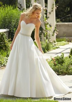 Very simple and elegant. But I feel I would be swimming in this gown with my petite frame.