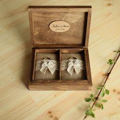 *Drewniane pudełko na obrączki - uroczy i praktyczny dodatek na dzień ślubu, a także pamiątka na lata.* ♡ Po uroczystości poduszeczki z wnętrza można wyjąć, a pudełko posłuży wtedy do...