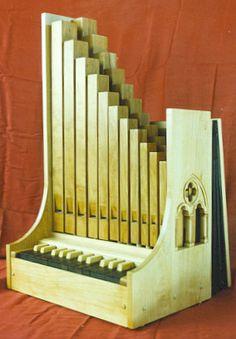 organeto medieval (manolo gonzales 8 avril à Brioux sur B )