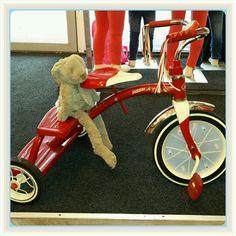 Happy Horse Rabbit Richie maakt gezellig een ritje op de fiets bij www.stoerkids.nl  #happyhorse#knuffel#opstap