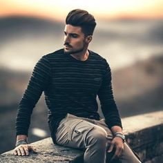 Discover recipes, home ideas, style inspiration and other ideas to try. Model Poses Photography, Creative Photography Poses, Best Poses For Men, Best Photo Poses, Good Poses, Photo Pose For Man, Mens Photoshoot Poses, Male Models Poses, Shotting Photo