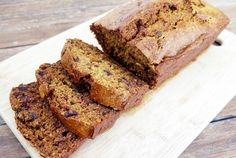 Weetbix and date loaf This quick and easy date loaf is delicious thanks to the malty flavour of these famous Aussie breakfast biscuits. Great for morning tea and lunchboxes. Tea Recipes, Sweet Recipes, Baking Recipes, Cake Recipes, Delicious Recipes, Recipies, Killer Bread Recipe, Date Loaf, Date Nut Bread