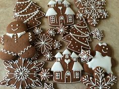 Popular New Year Decor Trends and Ideas 2021 – EDecorTrends Cute Christmas Desserts, Christmas Baking, Christmas Cookies, Wall Christmas Tree, Christmas Gingerbread, Gingerbread Cookies, Iced Cookies, Sugar Cookies, Christmas Trends