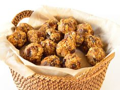 Pumpkin Energy Bites! Gluten free, pumpkin and spice filled energy bites make a perfect autumn on the go snack or morning pick-me-up. Amazing!