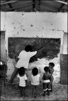 Site oficial do fotógrafo brasileiro Pedro Martinelli / Official website of the Brazilian photographer Pedro Martinelli Pedro Martinelli, Olivia Parker, Black And White Photography, The Past, Culture, World, Creativity, Vintage, People