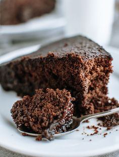 Soft, dense, and moist this ultra chocolatey flavored cake, is made using just cocoa instead of chocolate and a hot cocoa syrup to soak in. No mixer needed! Greek Desserts, Greek Recipes, Vegan Recipes, Old Fashioned Chocolate Cake, Cookie Recipes, Dessert Recipes, Cocoa Cake, Chocolate Souffle, Kolaci I Torte