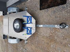 remorque scooter 3 roues tricity YamahaRoue 500x10Pression pneu 2k900Charge maximale 350kg.auto basculante plus besoin (petite plaque pour monter sur la remorque.)1 roue de secours