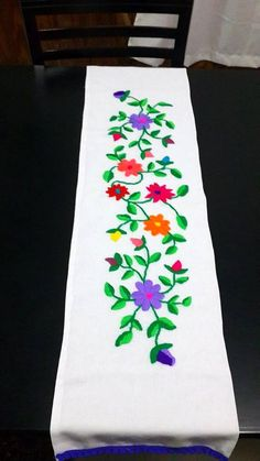 New Embroidery Designs Mexican Fabrics 29 Ideas New Embroidery Designs, Hand Embroidery Patterns, Embroidery Applique, Floral Embroidery, Machine Embroidery, Mexican Fabric, Bordado Floral, Learning To Embroider, Mexican Embroidery