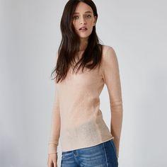 Der Kaschmir-Pullover zeigt, wie klassischer Chic neu interpretiert aussieht: Die leicht transparente Optik sorgt bei dem HALLHUBER Pullover für das gewisse Etwas, während der einfache Rundhalsausschnitt mit lässiger Rollkante toll in Szene gesetzt wird. Mit seiner leicht taillierten Form lässt sich der HALLHUBER Kaschmir-Pullover vielseitig kombinieren. Besonders stylisch dazu: coole Jacken in Kurzform!