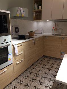 kuchnia - drewniane fronty + Vives na podłodze (wzór)
