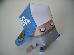 Papertoyz Mini G réalisé par le designer Phil Toys Paper Art, Paper Crafts, Vinyl Toys, Kirigami, Paper Toys, Free Paper, Cartoon Characters, Geek Stuff, Dolls