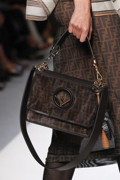 e1d37a46d0f4 Fendi Spring 2018 Ready-to-Wear Accessories Photos - Vogue Hijab Chic