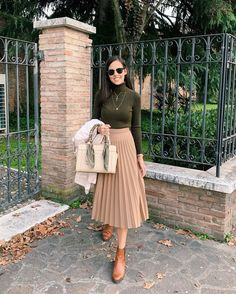 Autumn is my favorite season because it has nice temperatures days to Beige Skirt Outfit, Pleated Skirt Outfit, Winter Skirt Outfit, Skirt Outfits, Fall Fashion Outfits, Ootd Fashion, Modest Fashion, Classy Outfits For Women, Clothes For Women