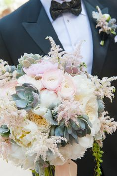 Classic, romantic ivory and blush wedding bouquet: http://www.stylemepretty.com/2016/09/06/mindy-weiss-book-giveaway/ Photography: Simone and Martin - http://simone-photography.com/