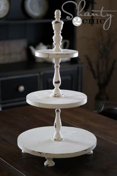Wooden cupcake tower from Shanty 2 Chic. Wood Projects, Woodworking Projects, Woodworking Logo, Welding Projects, Wood Crafts, Diy And Crafts, Spindle Crafts, Cake And Cupcake Stand, Cupcake Cupcake