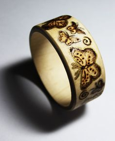 Pyrography Butterfly Bangle by BumbleBeeFairy on DeviantArt Wood Burning Crafts, Wood Burning Patterns, Wood Burning Art, Wood Crafts, Decorative Gourds, Wooden Jewelry, Wooden Rings, Wood Carving Designs, Gourd Art