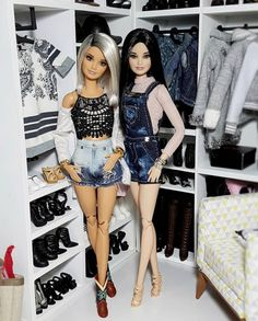 Buy products such as Barbie DreamHouse, Disney Minnie Mouse Store & Organize Plastic Toy Box by Delta Children at Walmart and save. Barbie Vintage, Vintage Sewing, Barbie Style, Barbie Tumblr, Barbies Pics, Barbies Dolls, Girl Dolls, Barbie Basics, Diy Barbie Clothes