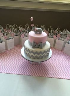 67 Ideas Baby Shower Food Elephant Gray Chevron For 2019 Torta Baby Shower, Cupcakes Para Baby Shower, Tortas Baby Shower Niña, Unique Baby Shower Cakes, Girl Shower Cake, Idee Baby Shower, Elephant Baby Shower Cake, Baby Shower Chevron, Elephant Cakes