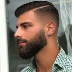 Men's Street Style - Fashion Looks 2019 Medium Beard Styles, Beard Styles For Men, Hair And Beard Styles, Short Hair Styles, Short Hair With Beard, Mens Hairstyles With Beard, Cool Haircuts, Haircuts For Men, Cabelo Zayn Malik