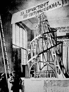 """Aclamado como el """"último y más influyente movimiento de arte moderno en florecer en Rusia en el siglo XX"""", el Movimiento Constructivista hace hincapié en la practicidad, la finalidad y el análisis cuidadoso de los materiales usados durante la composición artística y estética de los objetos creados."""