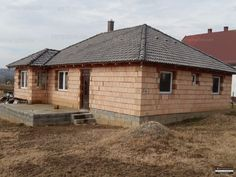 Karádon - a Balatontól 20 km-re lévő csendes faluban - 97 m2-es új, építés alatt álló családi ház eladó. A lakóházban 1 szoba-fürdőszoba-wc, 2...