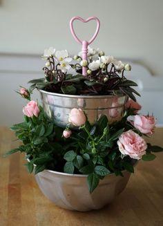 Kruka av kakformar | Recycled cake pans used as tiered flower pot