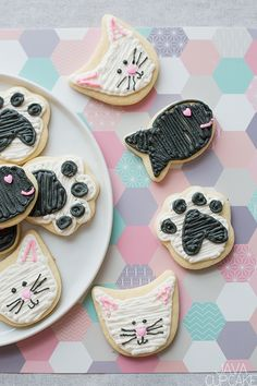 Looking for something a little less tradition for Valentine's Day? Try these super adorable Valentine's Day Cat & Fish Cookies made with sugar cookies and buttercream! Fish Cookies, Cat Cookies, Sugar Cookies, Lemon Cheesecake Bars, Low Carb Cheesecake, Low Carb Peanut Butter, Peanut Butter Fudge, Chocolate Panna Cotta, Coconut Flan