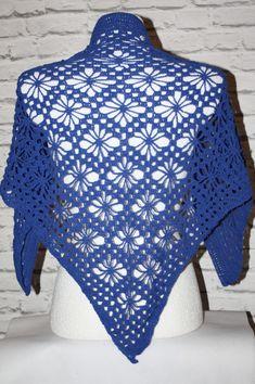 Crochet lace  shawl   #crochet #crocheted #shawl #triangular #etsy #etsyshop, #etsyseller, #handmade, #rainbow, #boho #neckwarmer #makatarina, #bohostyle #bohochic #bohemianshawl #triangleshawl #beachshawl #beachcoverup, #somethingblue #weddingshawl  Przetłumacz