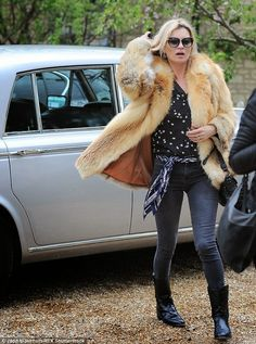 Kate Moss goes to the pub in the Cotswolds in her Rolls Royce | Kate Moss Universe