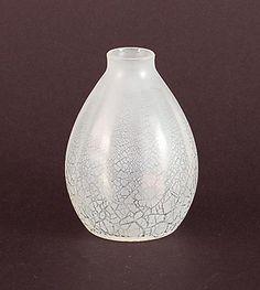 """Helderglazen """"Sonoor"""" lentebloem vaasje met craquelé, ontwerp A.D.Copier 1935, uitvoering Glasfabriek Leerdam"""