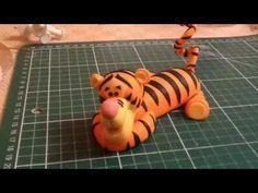 Tutorial Tigro Winnie the Pooh in pasta di zucchero torta natale - YouTube