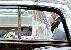 Catherine Middleton arrives to her Royal Wedding to Prince William with her father Michael Middleton (R) at Westminster Abbey on April Kate Wedding Dress, Royal Wedding Gowns, Royal Weddings, Prince George Alexander Louis, Prince William And Catherine, William Kate, Duke And Duchess, Duchess Of Cambridge, Vintage Rolls Royce