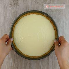 Cheesecake cu vișine și coacăze – desertul care îți va lăsa gura apă! E perfect... - savuros.info Biscuit, Cheesecake, Dairy, Pudding, Cooking, Desserts, Recipes, Food, Kitchen
