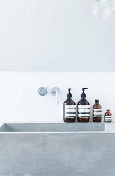 Weniger ist mehr (less is more) - leuchtend-grau.de #minimal #Minimalism #concrete #bath
