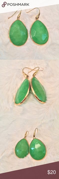Stella and Dot Emerald Drop Earrings Beautiful bold drop earrings, in great shape, only wore a few times, has very slight tarnishing on the edge of the gold trim, but not noticeable when wearing. Stella & Dot Jewelry Earrings