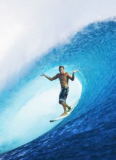 Surfing holidays is a surfing vlog with instructional surf videos, fails and big waves Big Wave Surfing, Surfing Tips, Surfer Dude, Surfer Girls, Surf City, Water Photography, Windsurfing, Big Waves, Ocean Waves