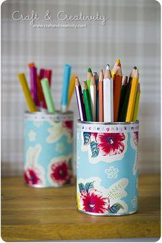 Samlade pysseltips / <i>All my DIY's</i> Wallpaper Crafts, Wallpaper Samples, Shabby Chic Crafts, Altered Bottles, Easy Diy Crafts, Upcycled Crafts, Pen Holders, Pencil Holder, Craft Storage