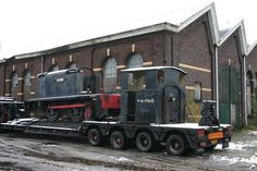 WD 31 = WD 70031 = WD 820 = WD 124 now in a state of restouration at the War museum at Overloon, Netherlands. On the picture it's arrival at Blerick to donate spare parts to WD 33 Spare Parts, Netherlands, British, Museum, Military, Pictures, The Nederlands, Photos, The Netherlands