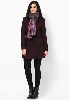 Stand out in the crowd wearing this purple coloured overcoat from the house of Dorothy Perkins. Made of poly viscose spandex, this overcoat for women ensures total comfort all day long. This overcoat will keep you warm and cosy in chilly winters.
