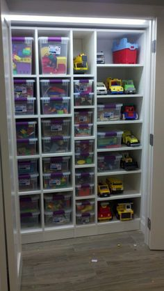 KIDS TOYS CLOSET... I wish that could be so simple !!!