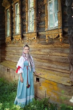 Russian beautiful girls in traditional Russian folk costume from Russia Красивые…