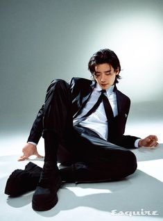 Lee Jong Suk Cute, Lee Jung Suk, Park Shin Hye, Asian Actors, Korean Actors, Idol, W Two Worlds, Pose Reference Photo, Human Poses