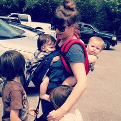 baby wearing (twins) = back breaking