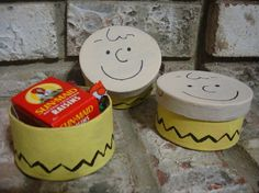 favor boxes for Charlie Brown party