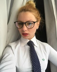 Home from work. Women Ties, Suits For Women, Pin Up Girls, Cute Girls, Women Wearing Ties, Girls Uniforms, Teacher Outfits, Collar Blouse, Suit And Tie