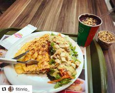#Repost @fitinrio_ with @repostapp ・・・ Vocês conhecem o @crepsbr ? Um dos combos que eles oferecem é esse da foto: você monta seu omelete com 4 ingredientes a sua escolha (nesse caso, peito de peru, frango desfiado, cebola e tomate), escolhe uma salada com molho, toda essa delícia por apenas R$ 21,90! O cardápio é todo delicioso e barato, com crepes (optem pela massa integral!), tapiocas, waffles, saladas e wraps! Por enquanto existem apenas 3 unidades no RJ: Shopping Metropolitano Barra…